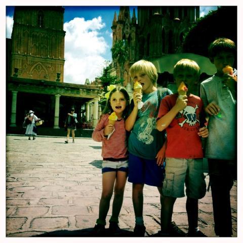 San Miguel de Allende, bilingual kids