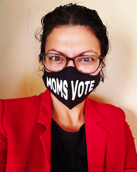 Instagram screen capture of Rashida Tlaib Wearing a MomsVote Mask